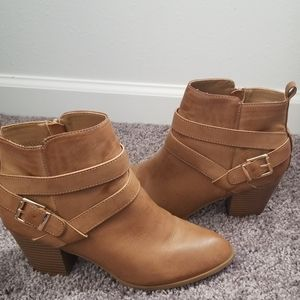 Express tan Booties w/gold details Size 9